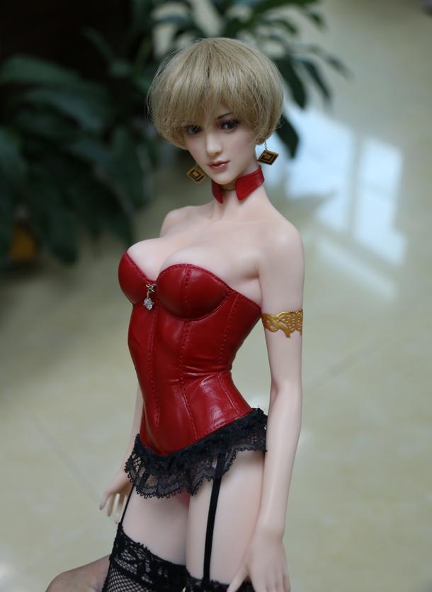 更有着现代美女的娇艳欲滴